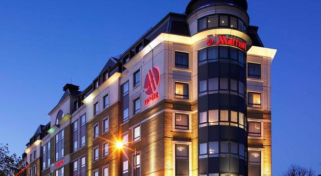 런던 메리어트 호텔 마이다 베일 - 런던 - 건물