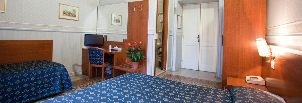 엠마우스 호텔 - 로마 - 침실