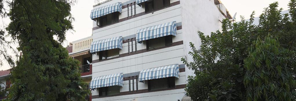 Fabhotel Anutham Nehru Place - 뉴델리 - 건물