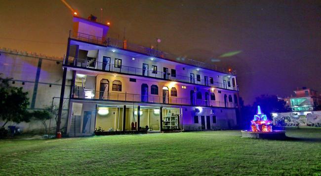 호텔 망갈람 팰리스 - 러크나우 - 건물
