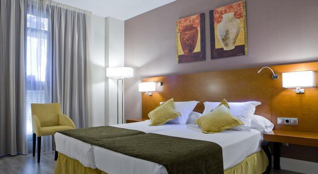 호텔 푸에트라 드 토레도 - 마드리드 - 침실