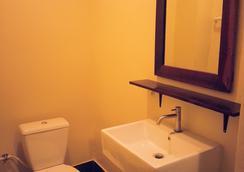 더 아웃사이드 인 - 우본라차타니 - 욕실