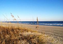 The Oceanfront Viking Motel - 머틀비치 - 해변