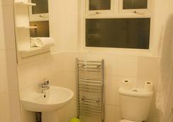 베이트리 호텔 - 런던 - 욕실
