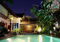 그리야 유니카 부티크 홈스테이 - Yogyakarta - 수영장