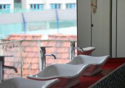 Green Kiwi Backpacker Hostel - 싱가포르 - 욕실