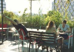 Green Kiwi Backpacker Hostel - 싱가포르 - 파티오