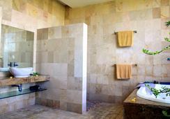 발리 마이스티크 호텔 - 쿠타 - 욕실