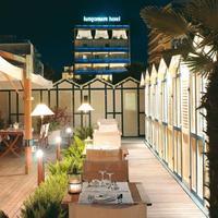 호텔 룬고마레 Hotel Front - Evening/Night