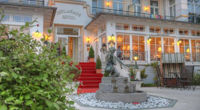 Seetelhotel Hotel Esplanade - 제바트헤링스도르프 - 건물