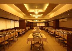 호텔 클라시크 - Rajkot - 레스토랑