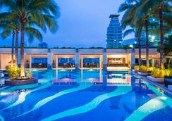 엠포리엄 스위트 바이 차트리움 - 방콕 - 수영장