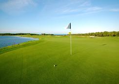 Pristine Bay Resort - 로아탄섬 - 골프 코스
