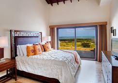 Pristine Bay Resort - 로아탄섬 - 침실