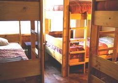 Pirwa Hostel San Blas - 쿠스코 - 침실