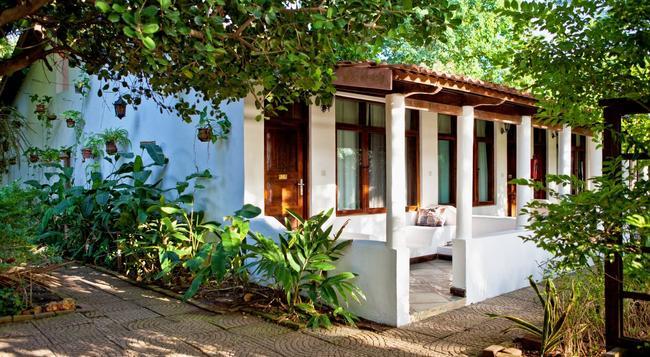 메디테라니오 호텔 앤 레스토랑 - Dar Es Salaam - 건물