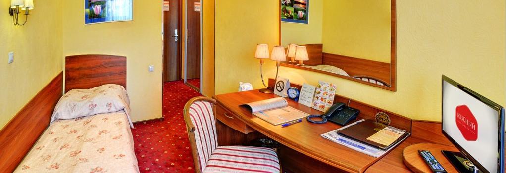 Yuzhniy Hotel - 볼고그라트 - 침실
