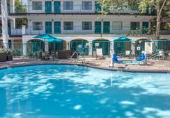 Quality Suites Downtown San Luis Obispo - 샌루이스오비스포 - 수영장