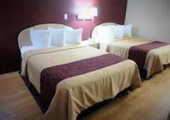 Red Roof Inn & Suites San Antonio - Fiesta Park - 샌안토니오 - 침실