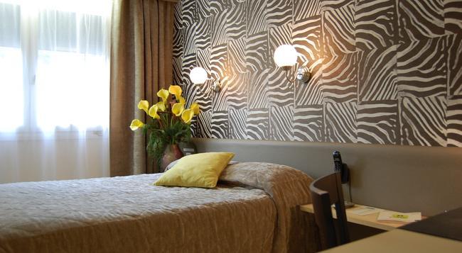 Hotel Du Midi - Saint-Etienne - 침실