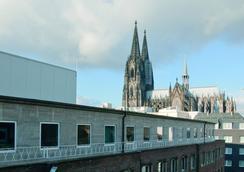 Stern am Rathaus - 쾰른 - 관광 명소