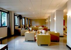 Hotel Los Patos Park - 베날마데나 - 로비