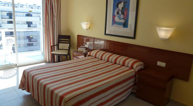 Hotel Los Patos Park - 베날마데나 - 침실