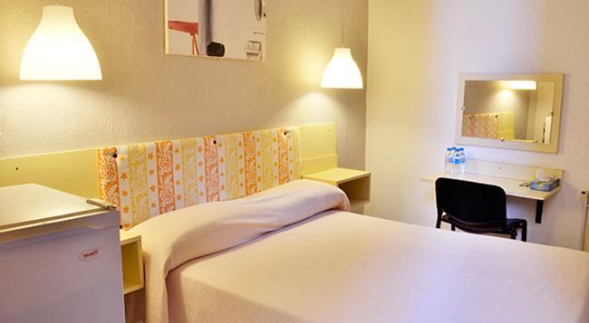 Hostal Palermo - 바르셀로나 - 침실