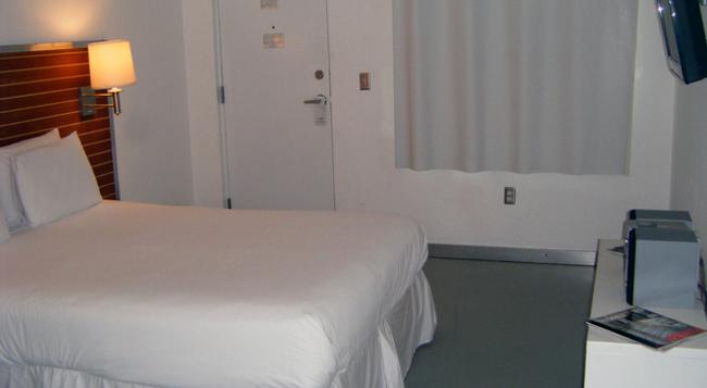 아쿠아 호텔 & 스위트 - 마이애미비치 - 침실
