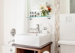 Condor Hotel - 브루클린 - 욕실