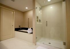 Town & Country Inn and Suites - 찰스턴 - 욕실