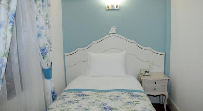 Hotel Limani - 차나칼레 - 침실