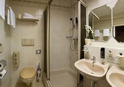 호텔 비텔스바흐 암 쿠르퓌르스텐담 - 베를린 - 욕실