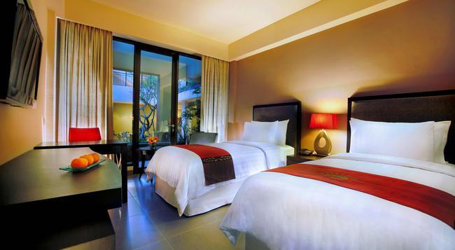 100 선셋 호텔 매니지드 바이 이글 아이즈 - 쿠타 - 침실