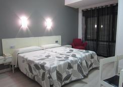 Hotel Acebos Azabache Gijón - 히혼 - 침실