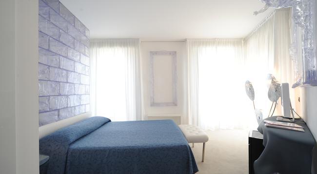 Hotel Delle Nazioni - 예솔로 - 침실