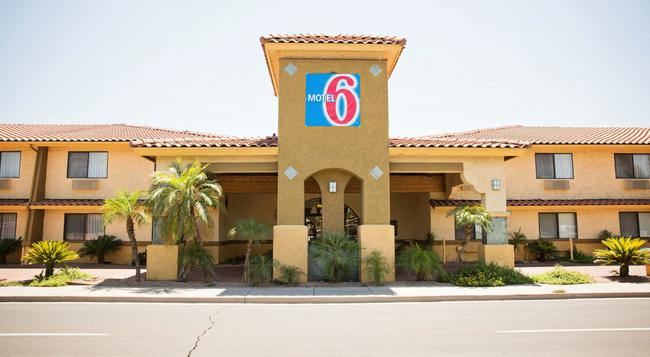 Motel 6 Phoenix - Scottsdale West, AZ - 피닉스 - 건물