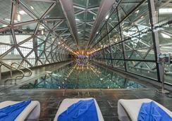 더 에어포트 호텔 - 트랜싯 온리 - 도하 - 수영장