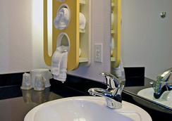 Motel 6 Salisbury - Salisbury - 욕실