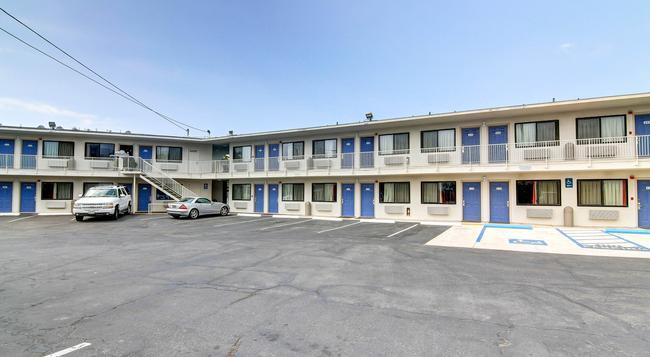 Motel 6 Santa Barbara Beach - 샌타바버라 - 건물