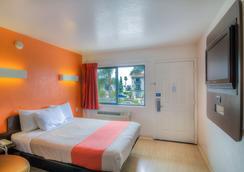 Motel 6 Santa Barbara Beach - 샌타바버라 - 침실