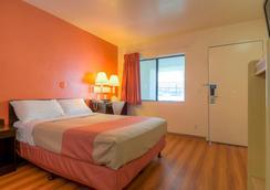 모텔 6 팜 스프링스 다운타운 - 팜스프링스 - 침실