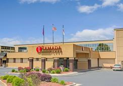 Ramada Plaza Charlotte Airport Hotel and Conferenc - 샬럿 - 건물