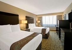 Ramada Plaza Charlotte Airport Hotel and Conferenc - 샬럿 - 침실