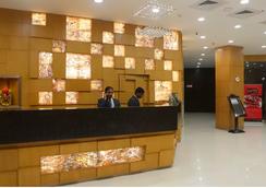 샌디아 호텔 - 하이데라바드 - 프론트 데스크