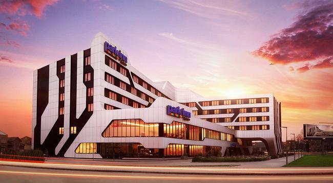 Park Inn by Radisson Krakow - 크라쿠프 - 건물