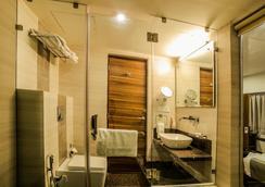 호텔 더 바실 파크 - Bhavnagar - 욕실