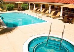 Courtyard by Marriott Houston-West University - 휴스턴 - 수영장