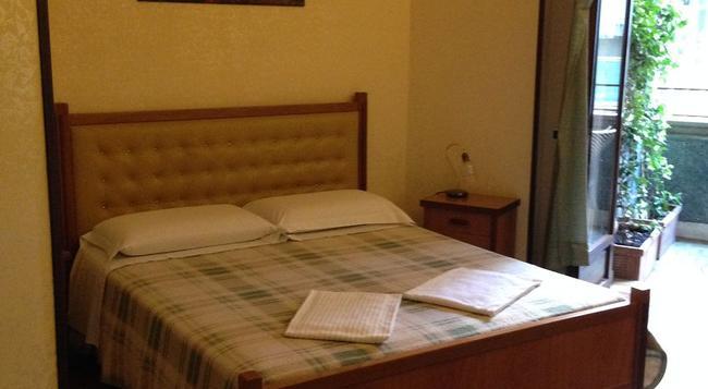 칼리골라 리조트 로마 - 로마 - 침실