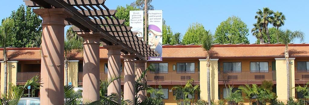 Stanford Inn & Suites Anaheim - 애너하임 - 건물